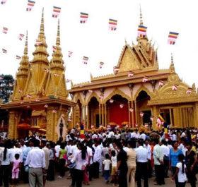 Lễ hội này diễn ra trong suốt 15 ngày của tháng 9 Dương lịch hàng năm, ứng với 15 ngày đầu tháng Pheakta Bot, tháng thứ 10 theo lịch Khmer. Ảnh: Phare.