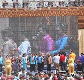 Thủ tướng Hun Sen tham dự lễ hội