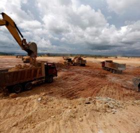 Công trường xây dựng tại khu vực do UDG phát triển ở tỉnh Koh Kong, Campuchia. Ảnh: Reuters