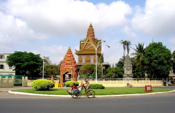 Du lịch Campuchia tại Phnom Penh: Chùa Wat Ounalom.