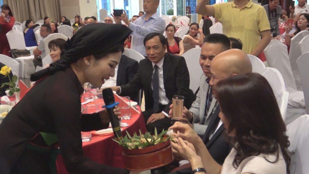 Cộng đồng người Việt tại các quốc gia như Mỹ, Úc, Canada đang lớn mạnh lên từng ngày.