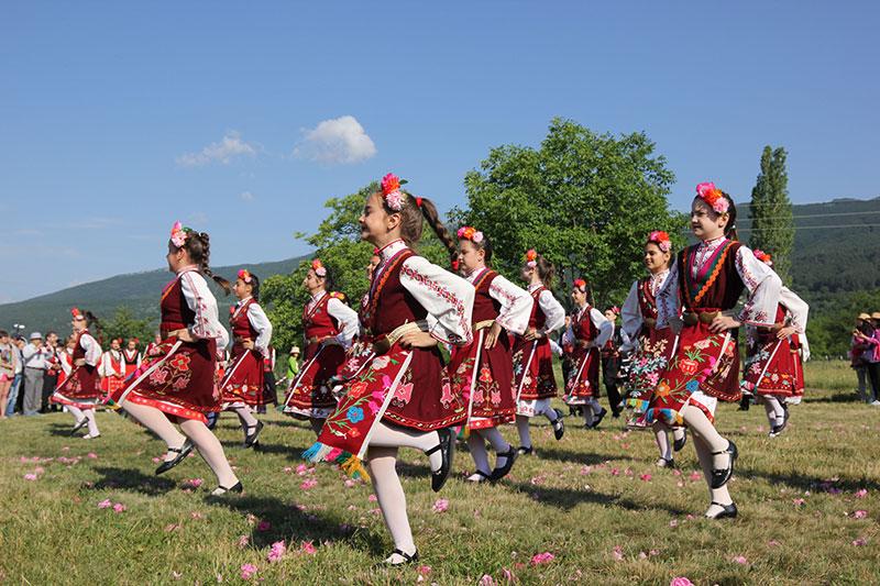 Nông dân và các vũ công cùng nhau nhảy múa