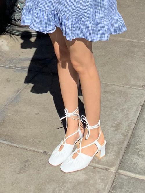 Giày có dây buộc