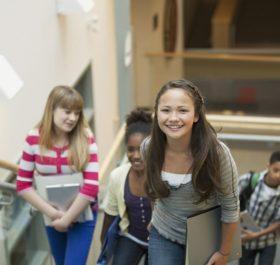 Chuẩn bị kiến thức văn hóa lẫn các hoạt động ngoại khóa trong năm lớp 10