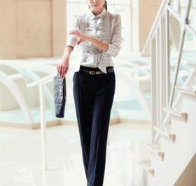 Mix quần vải ống đứng với áo đồng phục công sở nữ