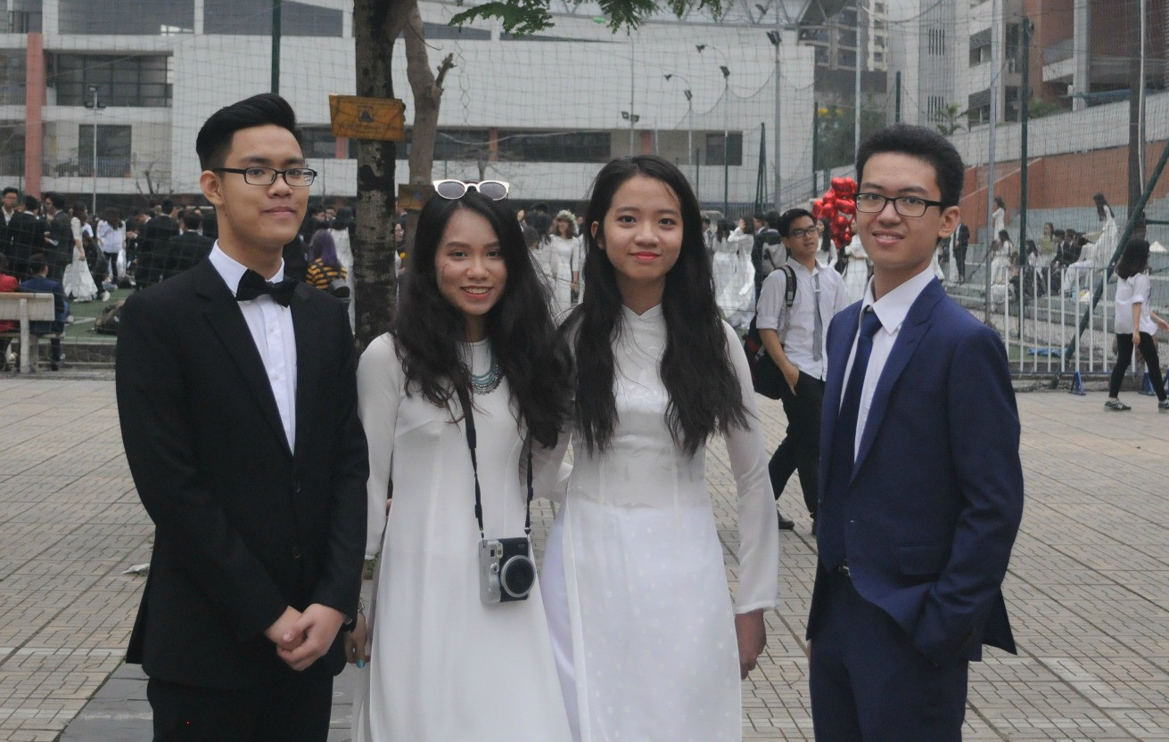 Nam Khánh cùng bạn bè