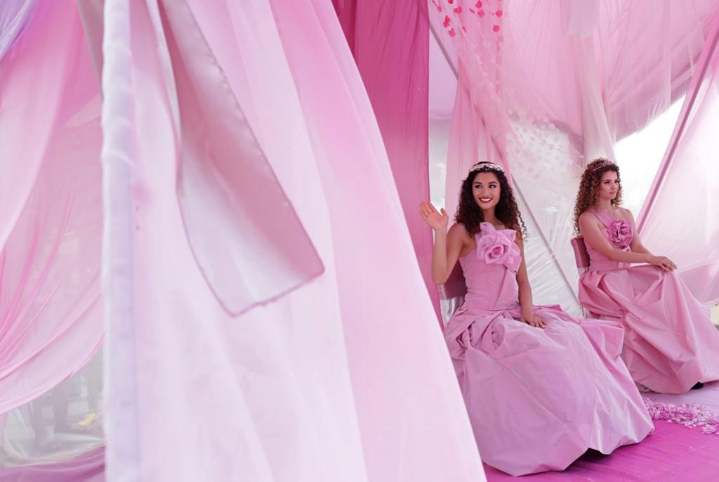 Phụ nữ Bulgaria mặc váy áo xinh đẹp