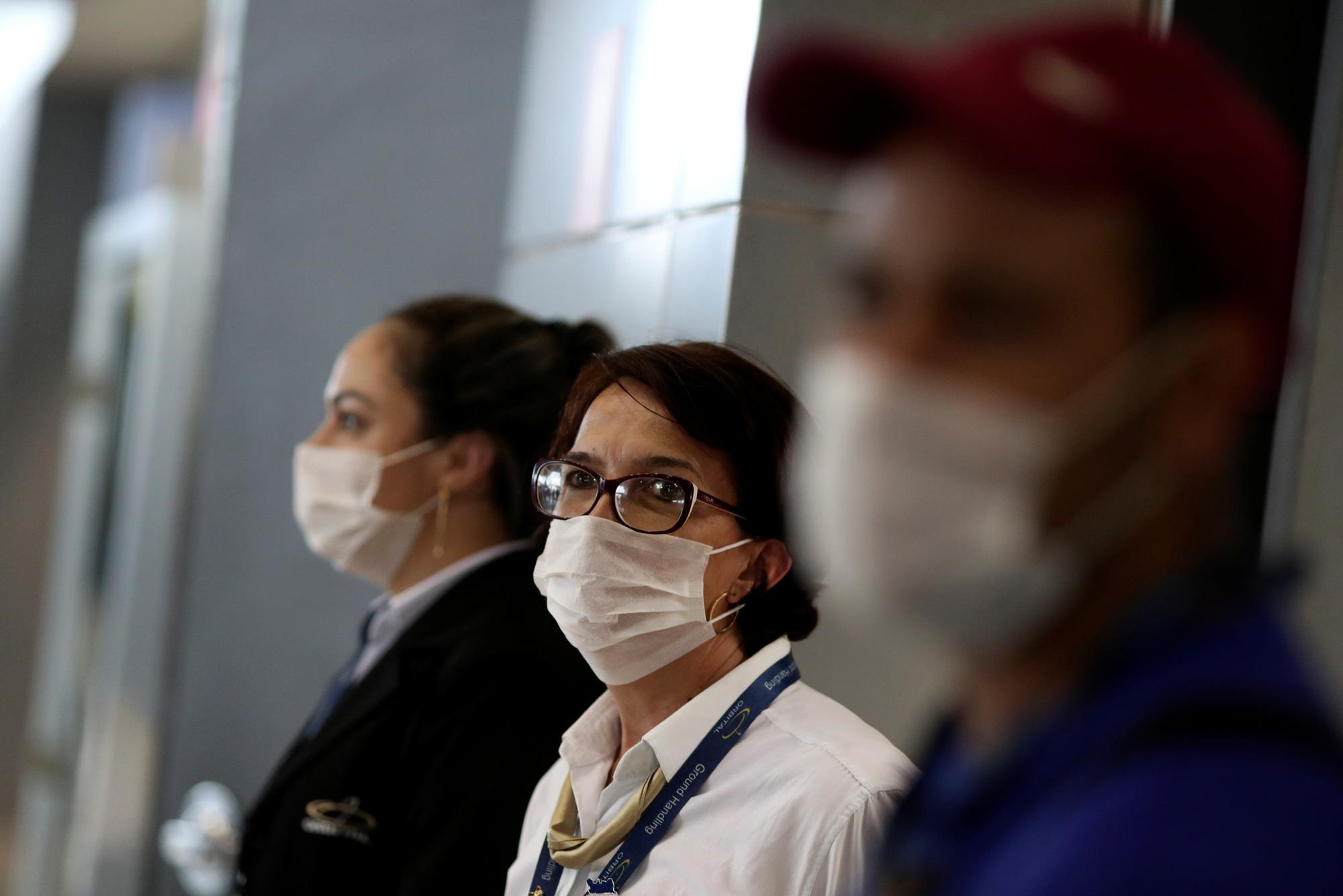 Đeo khẩu trang để hạn chế khả năng lây nhiễm dịch bệnh