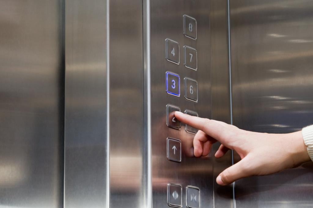 Nút bấm thang máy là nơi ẩn chứa nhiều nguy cơ gây bệnh
