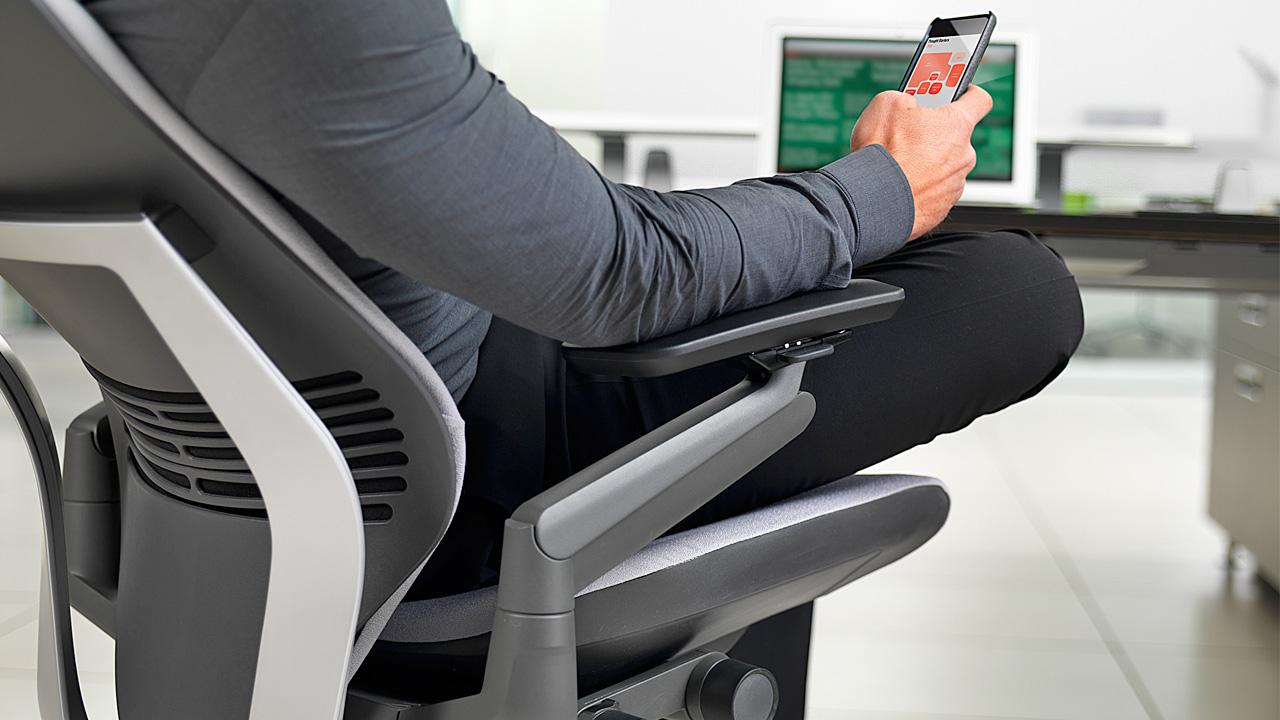 Sử dụng điện thoại trong khi làm việc sẽ làm xao nhãng công việc chung