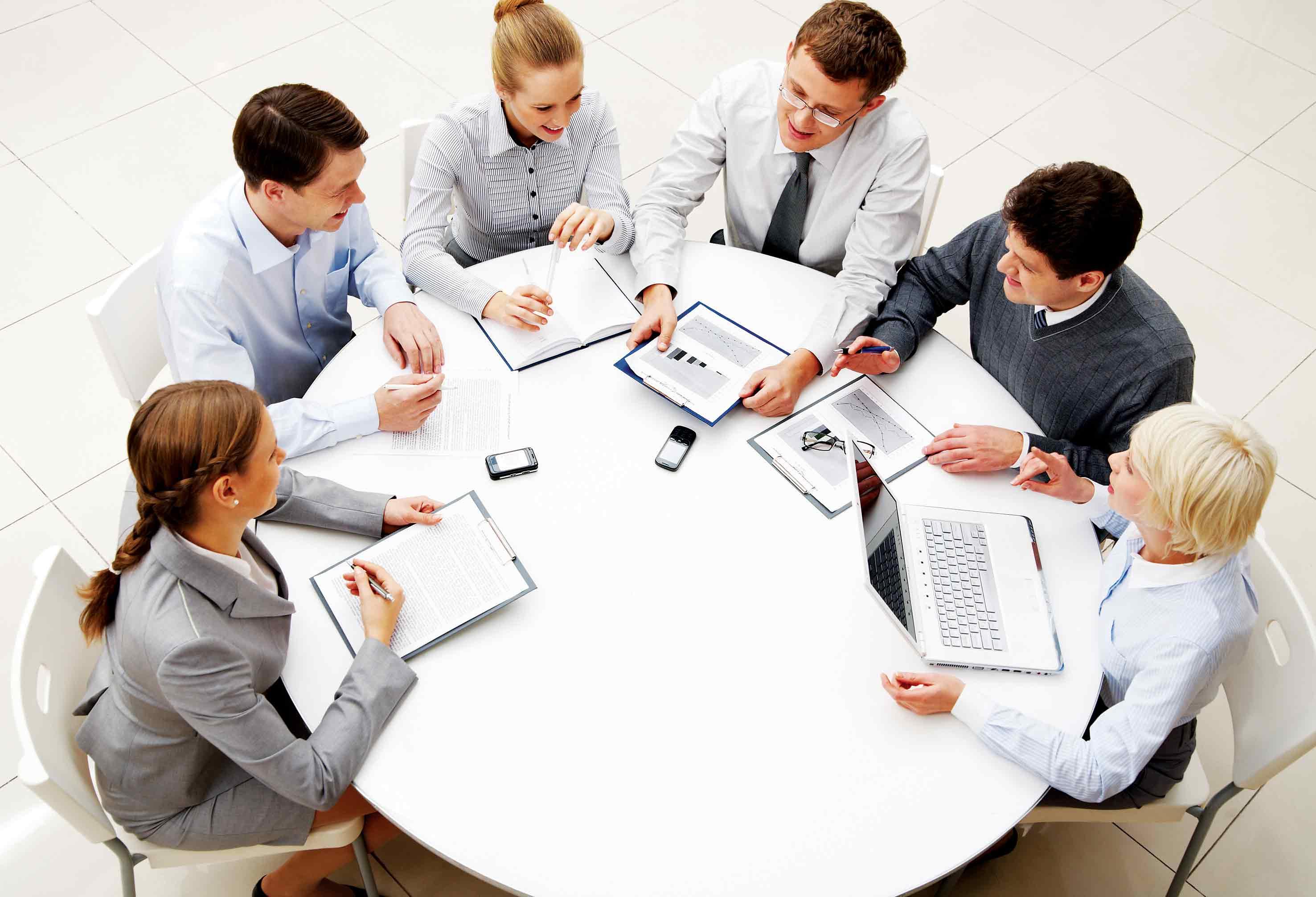 Tham gia đầy đủ các cuộc họp để nắm bắt thông tin của công ty