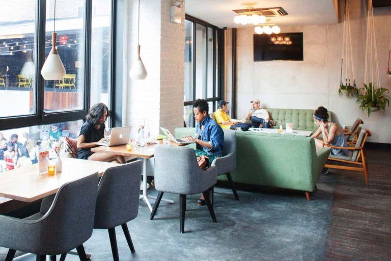 Làm việc tại quán cà phê dễ bị chi phối, ảnh hưởng đến hiệu suất công việc
