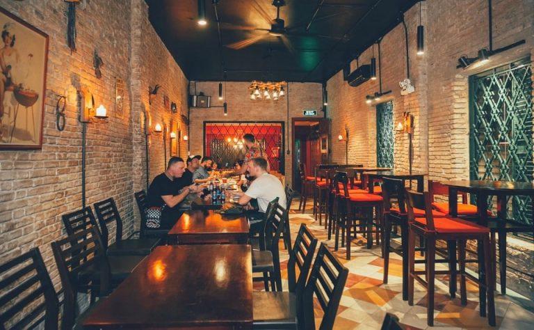 Không gian trong nhà hàng