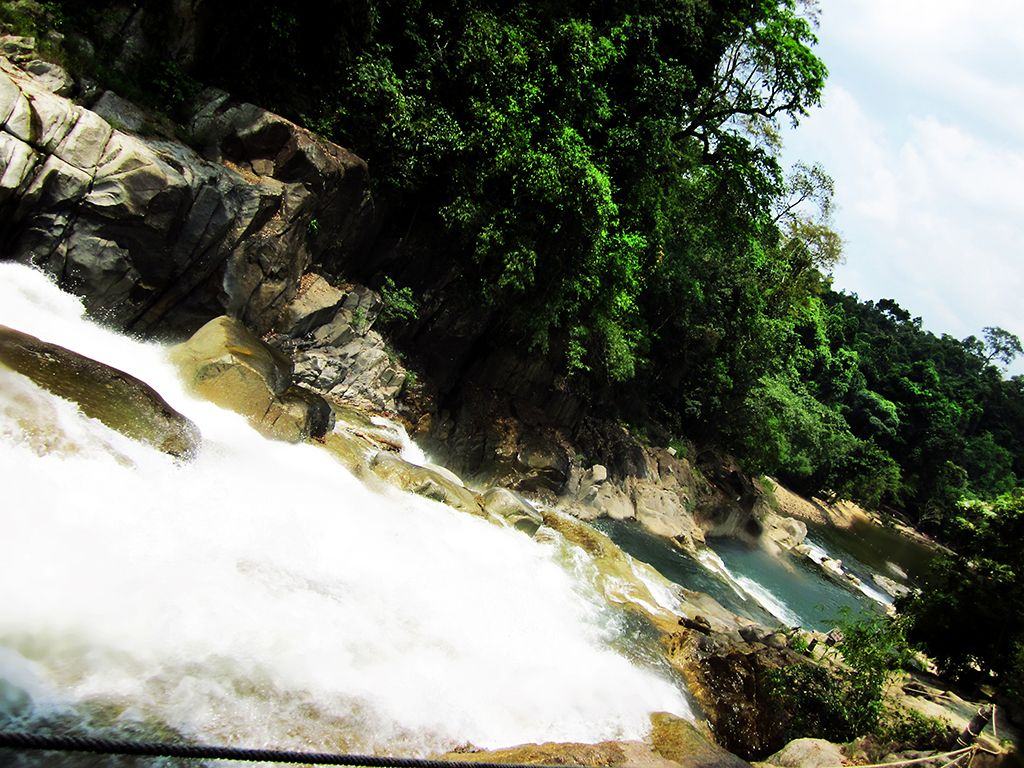 dòng suối